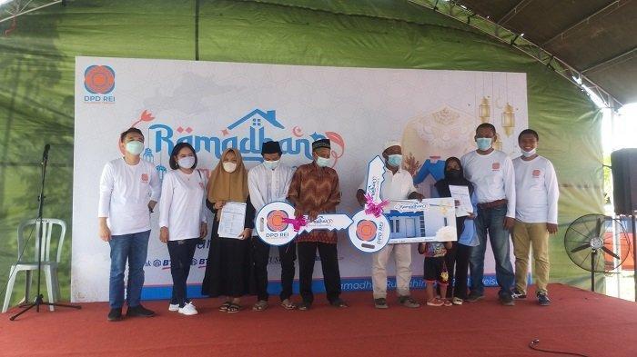 Berbagi di Bulan Ramadan, REI Sulteng Berikan 2 Unit Rumah untuk Keluarga Kurang Mampu