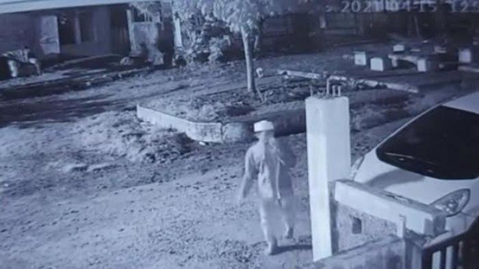 Seorang remaja mencuri handphone di rumah warga BTN Puskud Blok B1 Nomor 11, Kelurahan Palupi, Kecamatan Tatanga, Kota Palu, Sulawesi Tengah, terekam CCTV, Sabtu (17/4/2021).