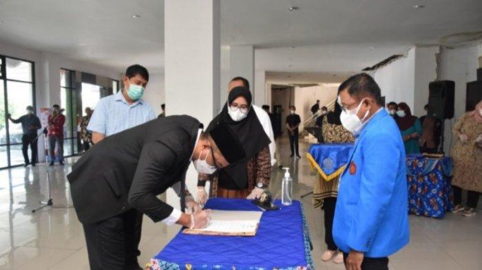 Rektor Untad Lantik Tiga Wakil Dekan FKM: Semoga Makin Banyak Dosen Bergelar Doktor