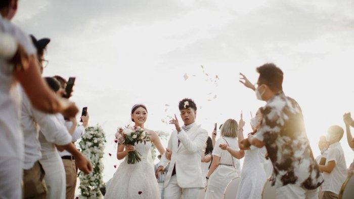 Menikah di Bali, Resepsi Reza Arap dan Wendy Walters dihadiri Gading Marten hingga Yellow Claw