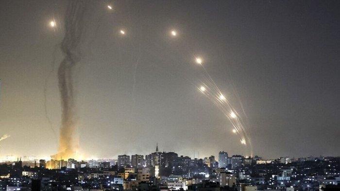 Ngerinya Langit Israel Berubah Jadi Merah, Maskapai Batalkan Penerbangan, Pesawat Bisa Meledak