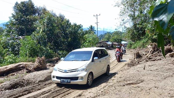 Pasca Banjir Bandang di Salua, Relawan dan Masyarakat Bahu Membahu Bersihkan Material Lumpur