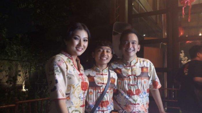 Ruben Onsu, Sarwendah, dan Betrand Peto saat ditemui di kawasan Tendean, Jakarta Selatan, Sabtu (25/1/2020).
