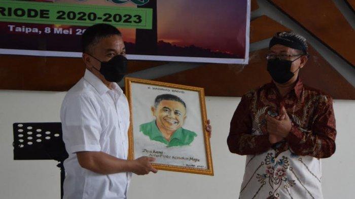 Wali Kota Palu Hadianto Rasyid menghadiri pelantikan pengurus Rukun Jawa Kristen (Rujak) periode 2020 - 2023 di Aula Taipa Beach Kelurahan Taipa, Kecamatan Palu Utara, Kota Palu, Sulawesi Tengah, Sabtu (8/5/2021.