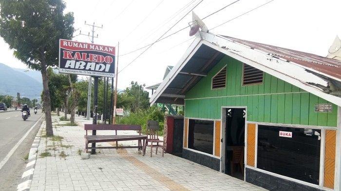 Rumah Makan Kaledo Abadi berlokasi di Jl Diponegoro No 75, Kecamatan Palu Barat, Kota Palu
