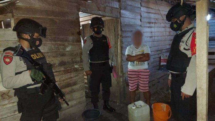 Rumah Penjual Miras di Luwuk Digeledah, 15 Liter Cap Tikus Disita Polisi