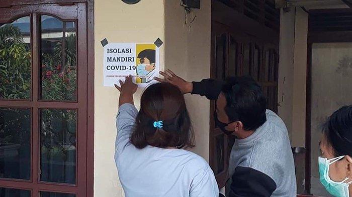 Rumah Warga Jalani Isolasi Mandiri Covid-19 di Kota Palu Dipasang Stiker