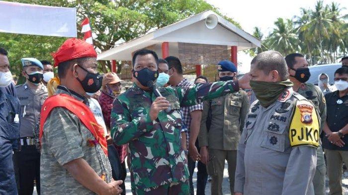Sambangi Posko Operasi Madago Raya di Poso, Rusdi Mastura Bawa Kabar Gembira Buat TNI-Polri