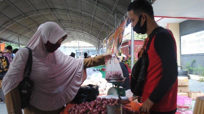 Pedagang di Pasar Murah Kota Palu Keluhkan Sepi Pembeli