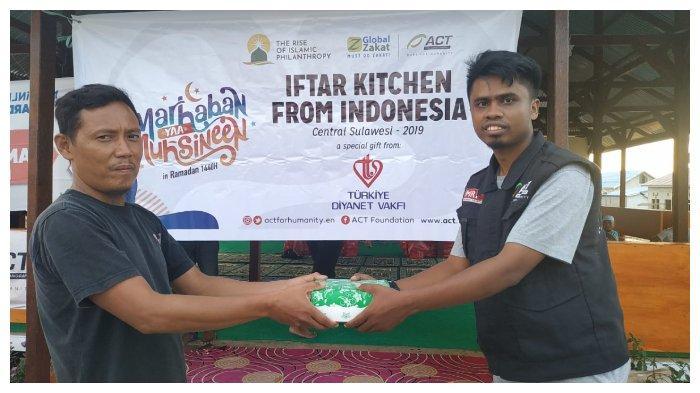 ACT Tebar Kebaikan di Bulan Ramadan Lewat Paket Iftar untuk Korban Bencana Palu