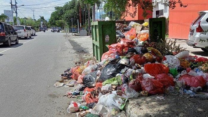 Tumpukan sampah di Jalan Suprapto, Kelurahan Besusu Tengah, Kecamatan Palu Timur, Kota Palu belum lama ini.