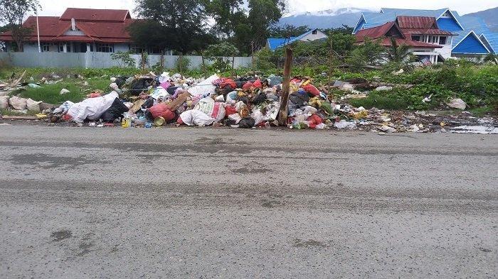Tumpukan Sampah Rumah di Jl Rajamoili, Lurah Besusu Barat: Dari Kelurahan Lain