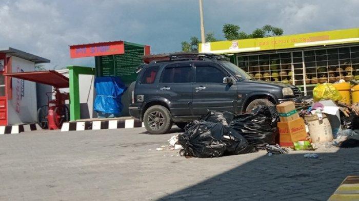 Sampah Menumpuk di Halaman SPBU Jl Soekarno-Hatta Kota Palu