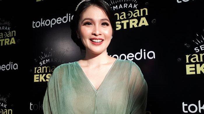 Sandra Dewi Mengaku Masa Kehamilan Kedua Kali Ini Membuatnya Jadi Pemalas dan Hobi Tidur