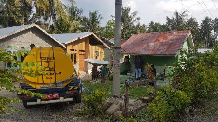 Satgas PUPR Salurkan 10.000 Liter Air Bersih untuk Korban Banjir Lumpur di Sigi