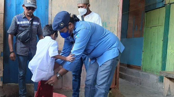 Satgas Rajawi Partai Demokrat Banggai Bantu Modal Usaha dan Seragam Sekolah ke Warga Luwuk