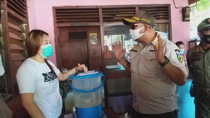 Satuan Tugas (Satgas) Yustisi Kota Palu kembali berkeliling menyasar tempat keramaian seperti cafe dan tempat makan lainnya, Kamis (29/7/2021)