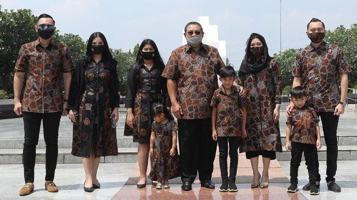 SBY beserta keluarga berziarah ke makam Ani Yudhoyono di TMP Kalibata, Jakarta
