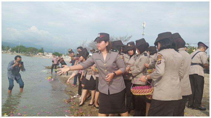 Polres Palu Tabur Bunga untuk 11 Polisi yang Gugur Akibat Tsunami