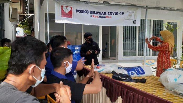 Relawan Roa Jaga Roa Latihan Penggunaan APD saat Tangani Pasien Covid-19