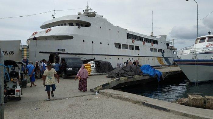 Disambut Kurir Barang di Pelabuhan (2-Selesai)