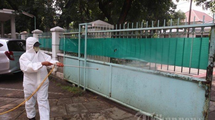 Hasil Swab Massal Pegawai banyak yang Positif, Kantor Gubernur Maluku Disemprot Disinfektan