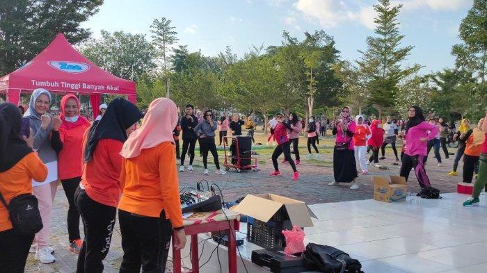 Senam bersama di Lapangan Vatulemo, Kawasan Car Free Day (CFD) Jl Moh Yamin, Palu Selatan, Kota Palu, Minggu (6/6/2021).