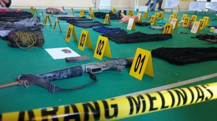 Penampakan senjata laras panjang Panglima Teroris Poso Ali Kalora yang tewas tertembak di Torue Parimo, Sulawesi Tengah, Minggu (19/9/2021).