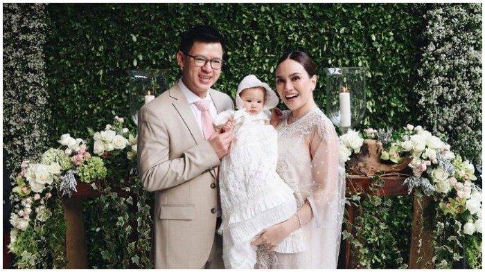 Shandy Aulia Menangis Haru saat Putrinya Dibaptis, Intip Pula Foto-foto Pembaptisan Claire Herbowo