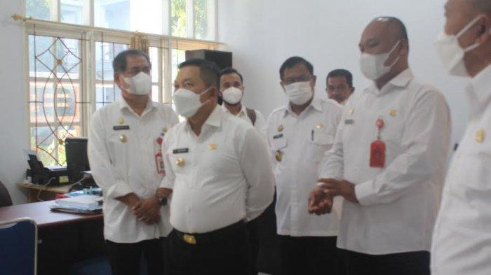 Bupati dan Wakil Bupati Banggai Amirudin dan Furqanuddin menggelar inspeksi mendadak (Sidak) di hari pertama menjabat, Rabu (9/6/2021).