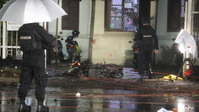 Geledah Rumah Terduga Pelaku Bom Makassar, Polisi Kerahkan Robot hingga Personel Bersenjata Lengkap