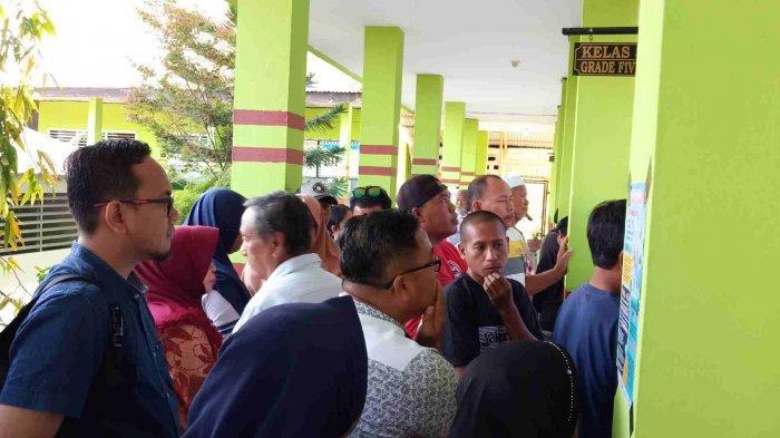 Penumpukan Jumlah Pemilih Terjadi di TPS Tempat Pasha Ungu dan Adelia Memilih