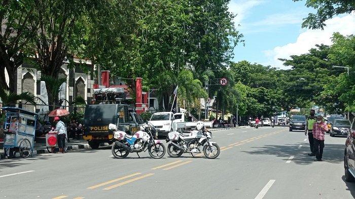 Penyintas Bencana Demo Tuntut Huntap ke Gubernur Sulteng, Jl Sam Ratulangi Palu Ditutup Sementara