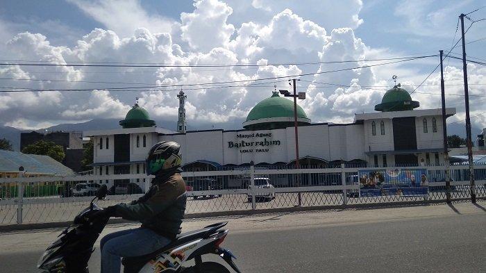 Masjid Raya Baiturrahim Palu Tetap Laksanakan Salat Idulfitri 1442 Hijrah