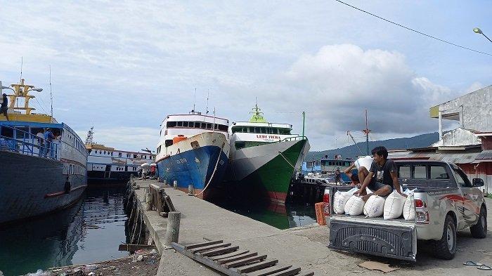 Suasana Pelabuhan Rakyat Luwuk Banggai, Pengunjung Tetap Ramai Meski Masih Pandemi Covid-19