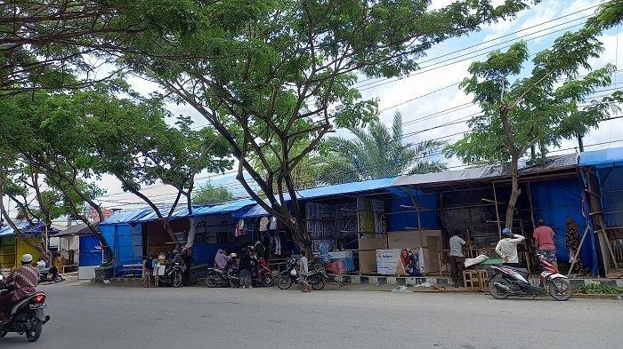 Pedagang Musiman Mulai Bangun Lapak di Kawasan Pasar Lentora Jl Sis Aljufri Palu