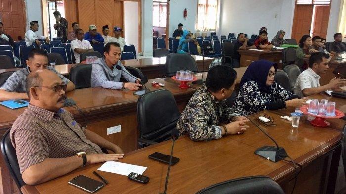Gara-gara Kue, Legislator PAN Bulukumba Robek Daftar Hadir Dewan Lalu Tinggalkan Rapat