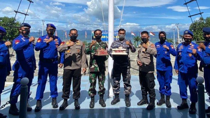 Ditpolairud Polda Sulteng Beri Surprise HUT Ke-76 TNI AL