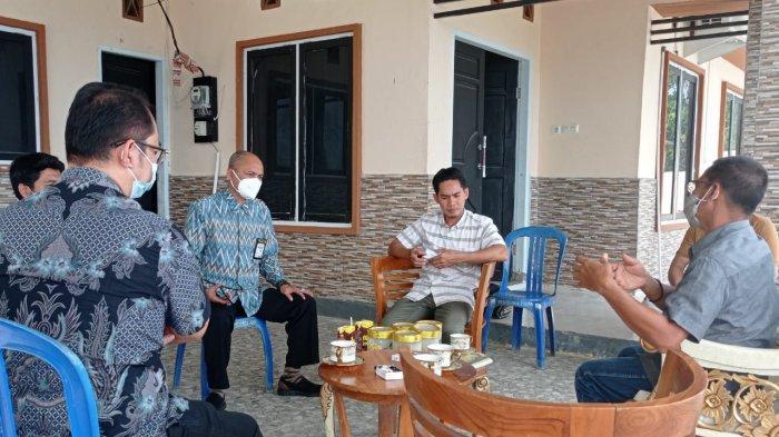 Ketua DPRD Kabupaten Donggala Takwin menerima kunjungan Direksi Tribun Network di rumah jabatannya, Jl Pangeran Limboro, Kelurahan Gunung Bale, Kecamtan Banawa, Sulawesi Tengah, Jumat (8/1/2021).