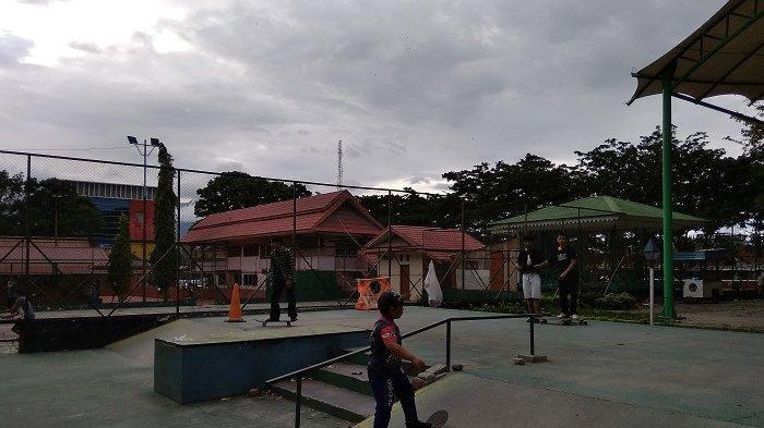 Taman Gor Palu Jl Moh Hatta Kelurahan Besusu Tengah, Kecamatan Palu Timur Kota Palu, tak jauh dari tugu Nol KM.