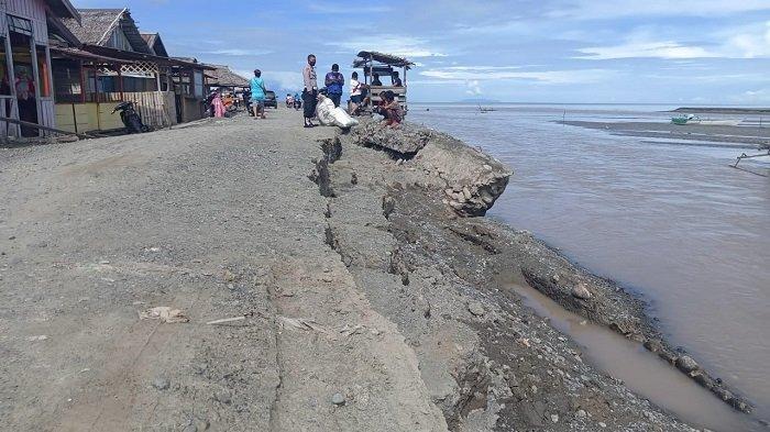 Awas, Tanggul Sungai Jebol Ancam Pemukiman Warga di Bunta Banggai