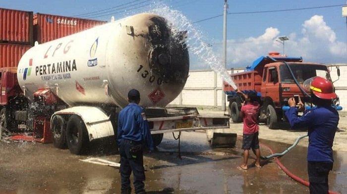 Mobil Tangki Gas LPG Bocor hingga Terbakar, Disdamkar Palu Padamkan Api dengan 5.000 Liter Air