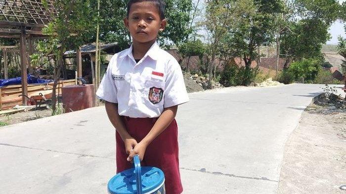 Kisah Niccolas Saputra, Bocah Kelas 4 SD yang Rela Sekolah Sambil Jual Es Kucir untuk Bantu Orangtua