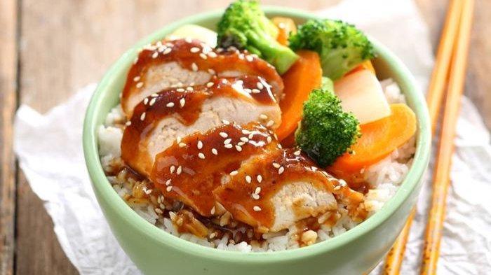 Resep membuat teriyaki chicken bowl.