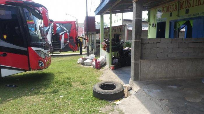 Calon penumpang di Terminal Tipe C, Kelurahan Tipo, Kecamatan Ulujadi, Kota Palu, Sulawesi Tengah, normal alias tidak membludak jelang Larangan mudik lebaran.