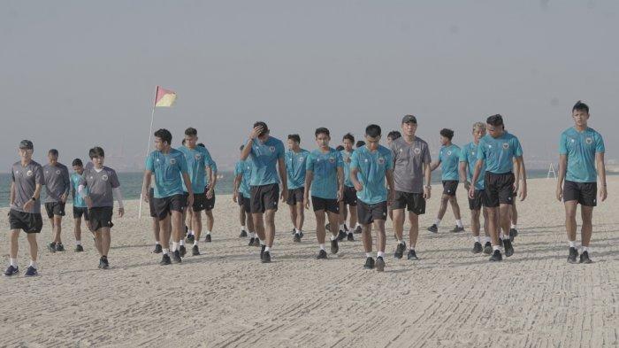 Mendarat di UEA, Timnas Indonesia Isi Porsi Latihan Ringan di Pinggir Pantai Dubai
