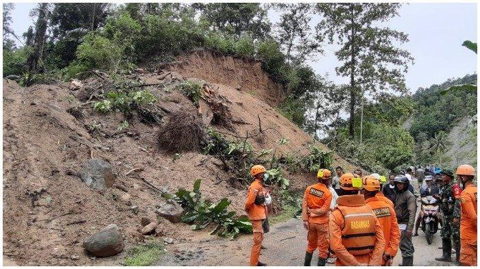 93 KK Terisolir Akibat Akses Utama Menuju Desa Tuva Terputus Pascabanjir Bandang