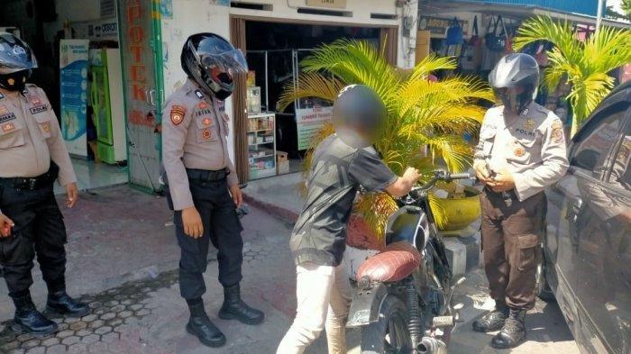 Gunakan Knalpot Racing, Seorang Pengendara Sepeda Motor di Banggai Kena Tilang Polisi
