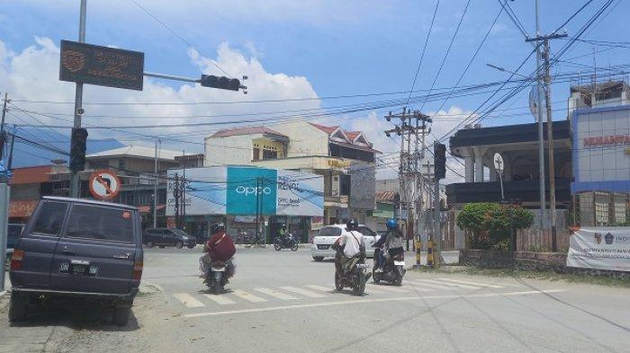Trafic Light di Persimpangan Jl Hasanuddin Palu Tak Berfungsi, Suara Klakson Sahut-sahutan