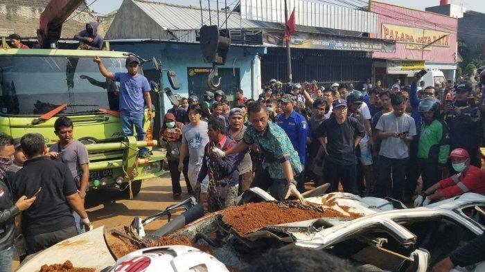 8 Fakta Kecelakaan Truk Tanah Timpa Minibus di Kota Tangerang, Balita Selamat dalam Dekapan Ibu